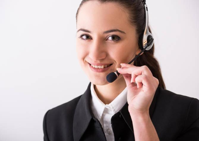 Eine Frau Verkauft Kostenlose Servicenummern