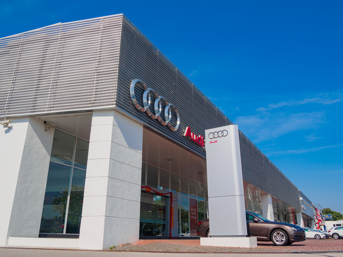 Auch Sie sollten eine 0800 Servicenummer haben wie Audi